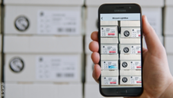 Photo: Smart device scans several barcodes at one time, copyright: Scandit