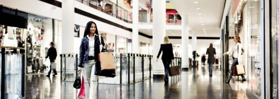 Woman walking through shopping mall; copyright: Axis