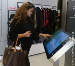 The terminals enable the retailer to present his entire product portfolio in the store. (© Pyramid Computer GmbH)