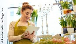 Woman working in a flower store holding a tablet pc; copyright: PantherMedia/Lev Dolgachov