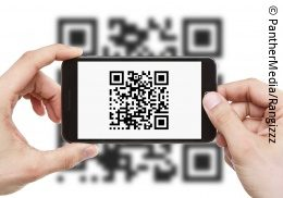 Person scanning a QR code on a white background with a smartphone; copyright: Bildagentur PantherMedia/Rangizzz