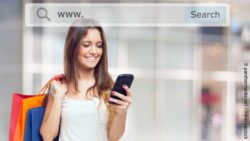 Photo: Shopping women with Smartphone tiping into a browser address bar; copyright: panthermedia.net / minervastock