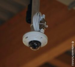 Picture: camera installed at the ceiling; copyright: beta-web/Schmitz