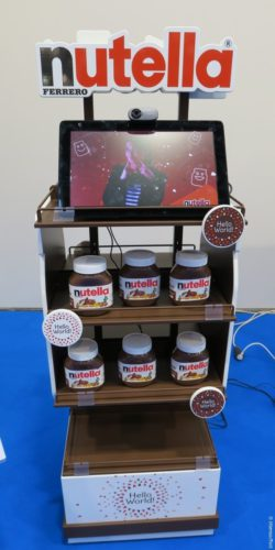 Photo: Product display for Nutella glasses with screen; copyright: iXtenso/Pott