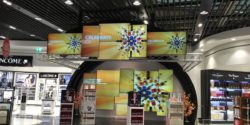 Photo: perfume store with digital screens in airport; copyright: iXtenso/Scholze